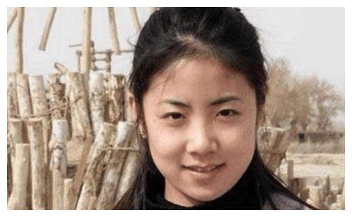 18歲被趙本山選中,因不接受娛樂圈規則被迫退出,現成為鄉村教師