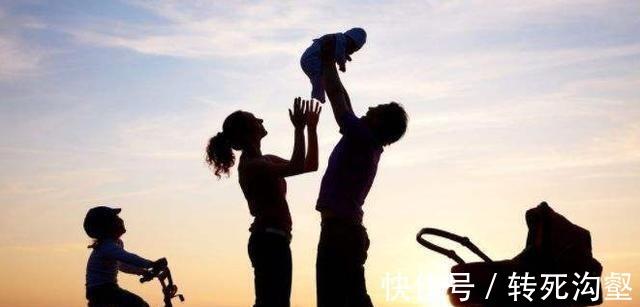 二胎政策|儿子拒绝抚养1岁弟弟,被父母状告遭败诉,儿子的回怼扎心了!