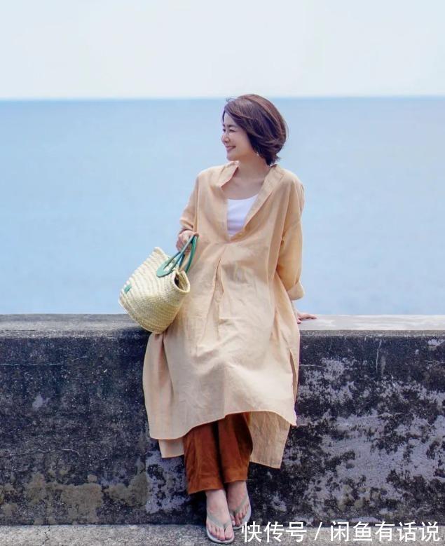 女人過瞭50,買裙子盡量避開這3種顏色,看著年輕卻容易拉低氣質