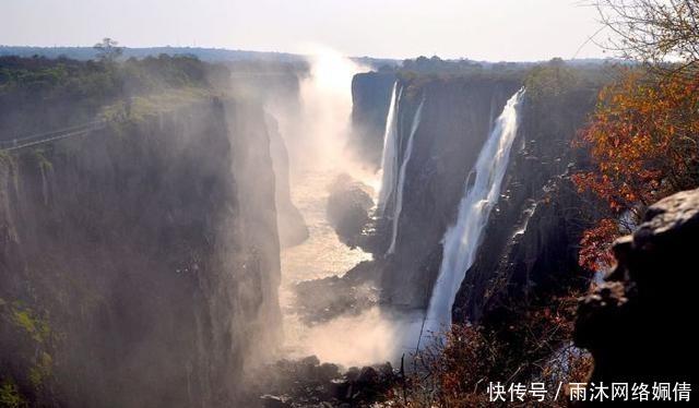 世界十大最美丽的自然奇观, 记录被地球上最大的生物!