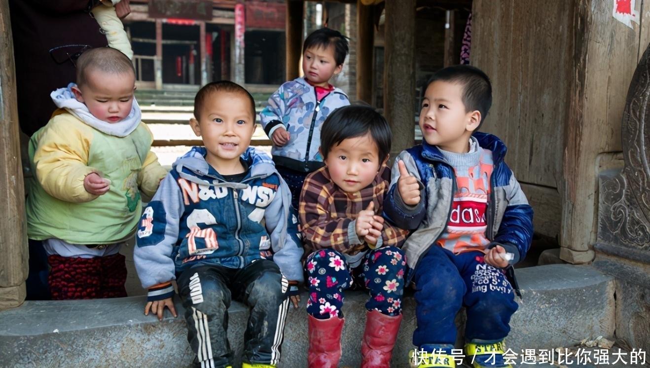 为什么城市孩子,普遍要比农村娃精致好看?或与5个因素有关
