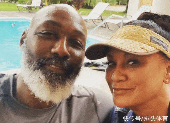 58歲馬龍近照,胡子全白瞭!與妻子攜手半生,對瓦妮莎不抱幻想
