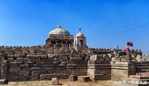 宛如|印度一水井宛如倒金字塔3500级台阶绵延入地,1200年养活30万人