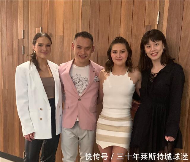 前中國世界冠軍入籍澳洲,在當地人緣好,摟倆美女大笑:心情美美