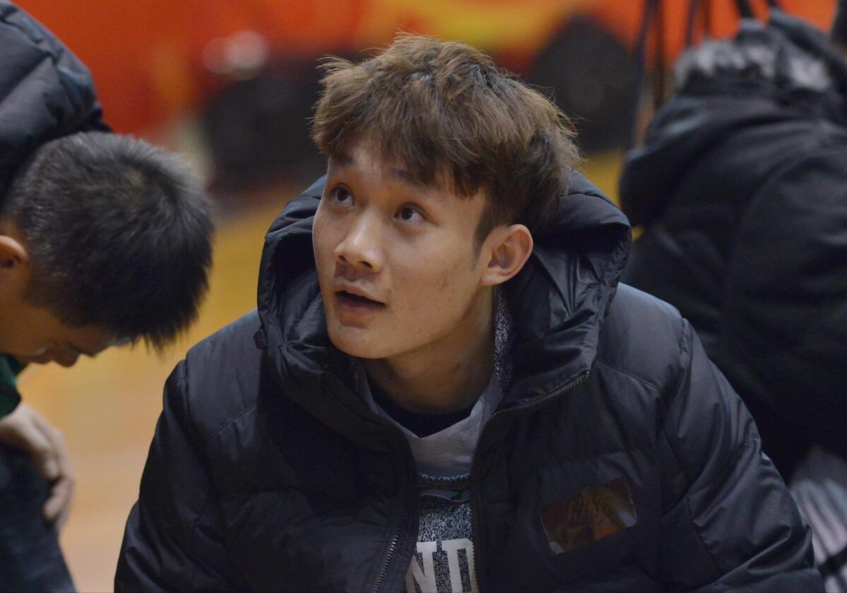 丁彥雨航漂移三分,CBA頂薪先生突破根本拉不住,2屆MVP王者歸來
