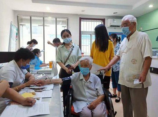 贊!濟南102歲老人主動接種新冠疫苗