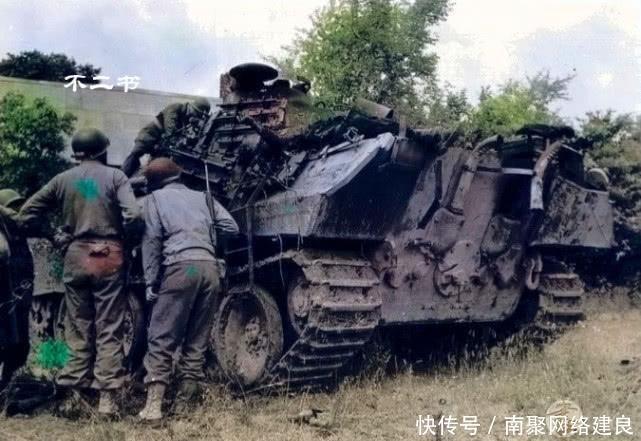 """二战上色老照片:在诺曼底阵亡的""""装甲巨兽"""",虎式遭谢尔曼吊打"""
