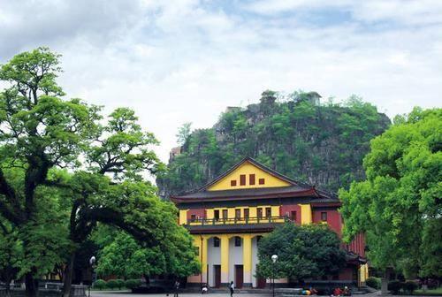 国内这所位于5A景区的大学:走出10多位越南领导人,入内需买门票