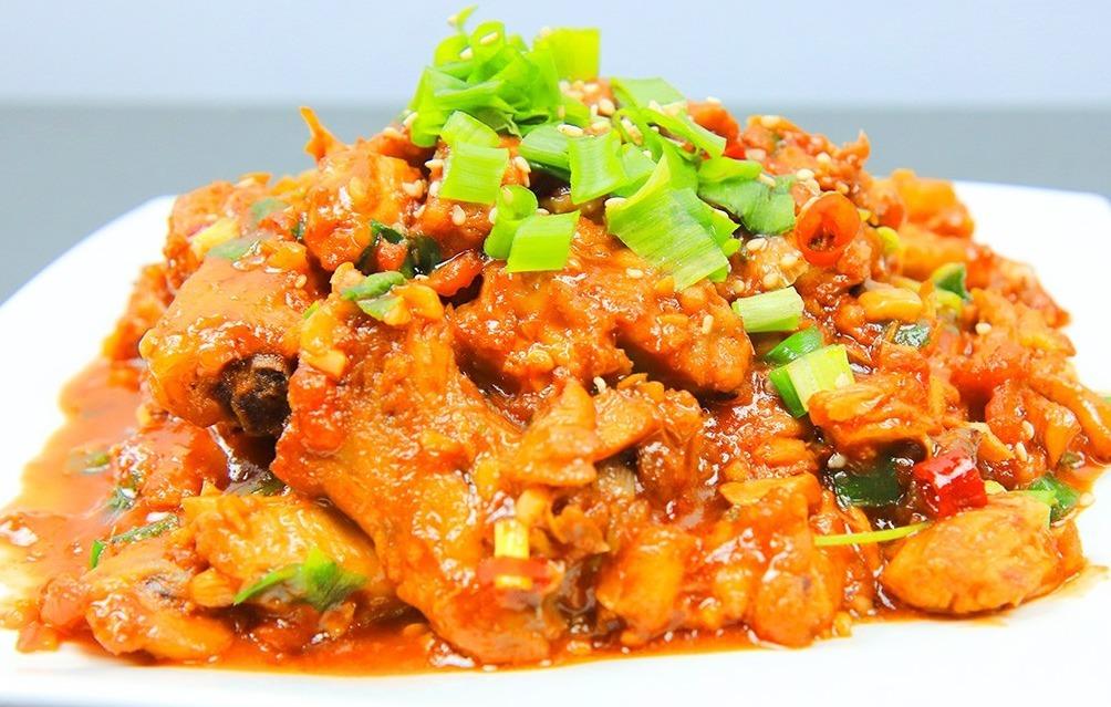 鸡肉鲜嫩有窍门,不要直接下锅炒,多加这一步,肉质滑嫩又酸辣