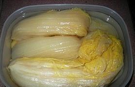 奶奶道出40年的酸菜秘方:不加一粒鹽,用它代替,存放1年都不壞