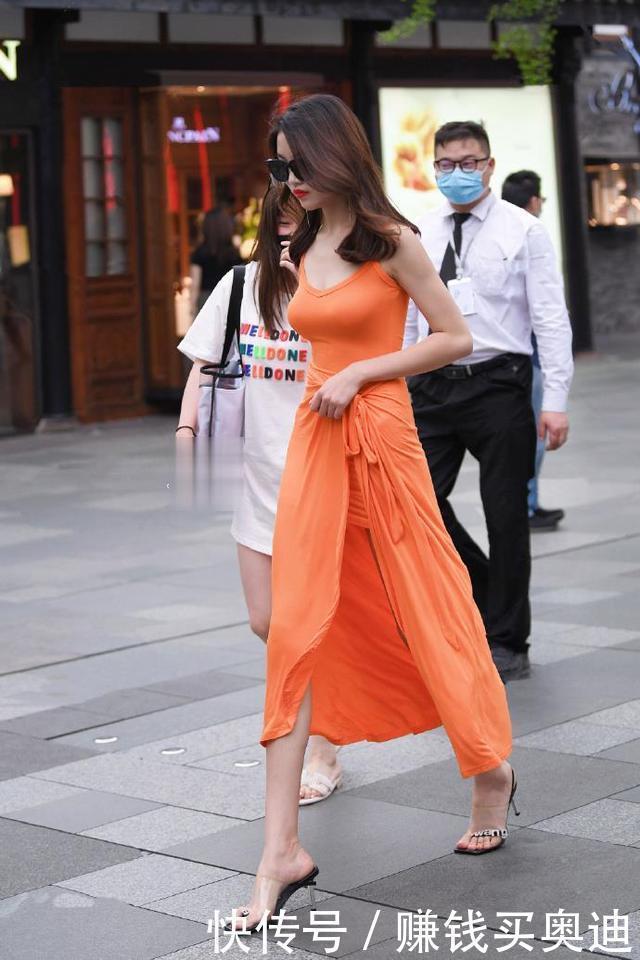 """美女橙子色連衣裙,穿出如""""晚禮服""""一樣的貴婦感"""