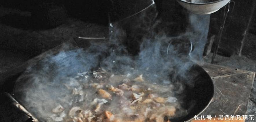 秦岭秘境一62岁老人独居山中,每隔1月出山一次,顿顿餐中有野猪腊肉!