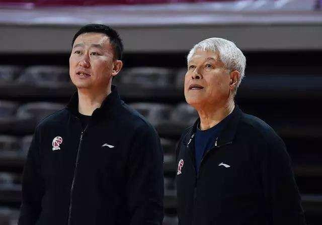 中國籃球最功勛主帥之一!因不想和徒弟搶飯碗,造就瞭鐵血新疆隊