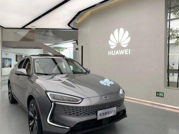塞力斯華為智選SF5首月預定量超6500臺 華為計劃明年售車30萬臺