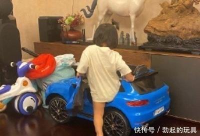 华晨宇给张歆艺儿子买衣服,不料却大了很多,明年还可以继续穿