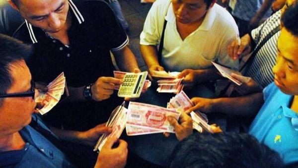 """""""纸螃蟹""""""""纸月饼""""……满天飞的提货卡,可别违法!"""