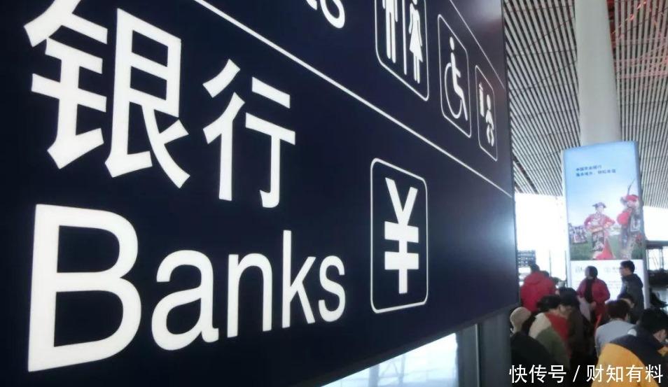 為什麼銀行的人,追著你辦信用卡?辦卡送禮物,到底有什麼秘密?