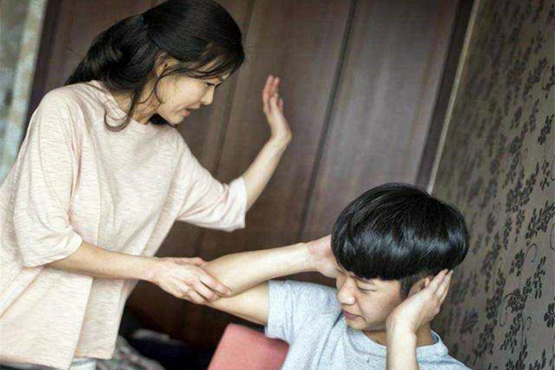 孩子|父母能不能打孩子?李玫瑾:孩子出现以下行为心软,就是在害他