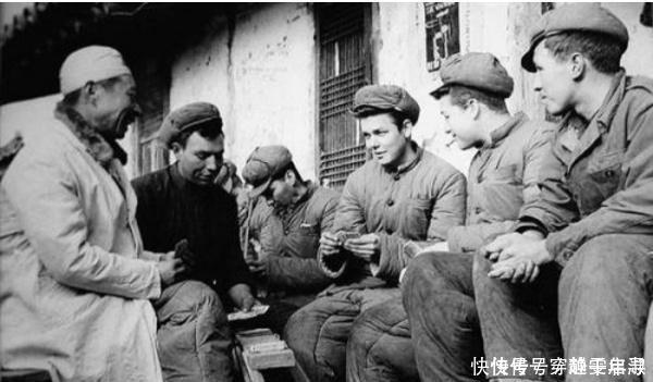 抗美援朝中,美國士兵見志願軍送這個東西給百姓,立馬扔下槍投降!