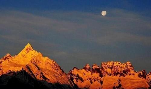 """中国唯一禁止攀登的山,被当地称为""""神山"""""""
