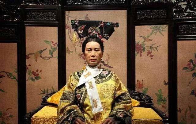 她是清朝最无情的老佛爷,写下一诗,其中一句道尽天下父母的心酸