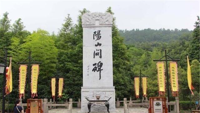 """""""天下第一碑""""高78米重3萬噸,有600余年歷史,挪不動豎不起"""