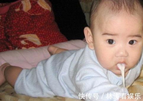 喂奶|新生儿吃母乳很乖,婆婆看出不对劲,及时救了宝宝一命