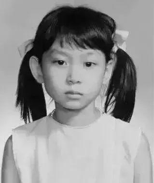 56岁邝美云:中国第一珠宝女大亨,曾拒嫁赌王当姨太,如今身价5亿,她才是真豪门!