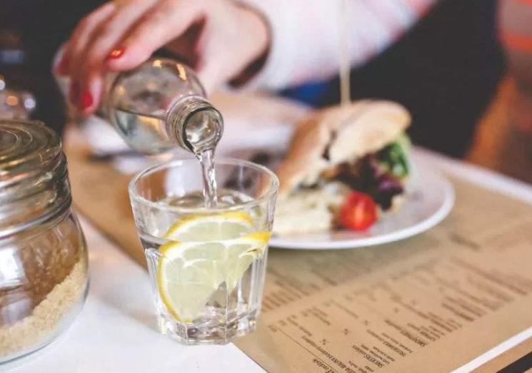 【草丁图书馆】喝水后有两个征兆,可能是血糖高了,你可能得了糖尿病了
