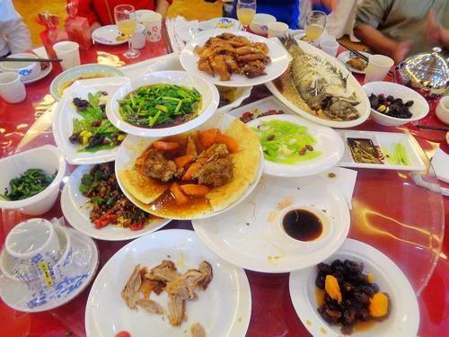 五一大假參加婚禮,熱乎乎一桌菜,就等上筷子,長見識了