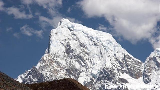 喜馬拉雅山「出事」了冰雪融化後,湖中出現的一幕引人沉思