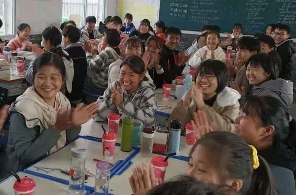 逆袭|学生考试逆袭,班主任自费请全班喝奶茶