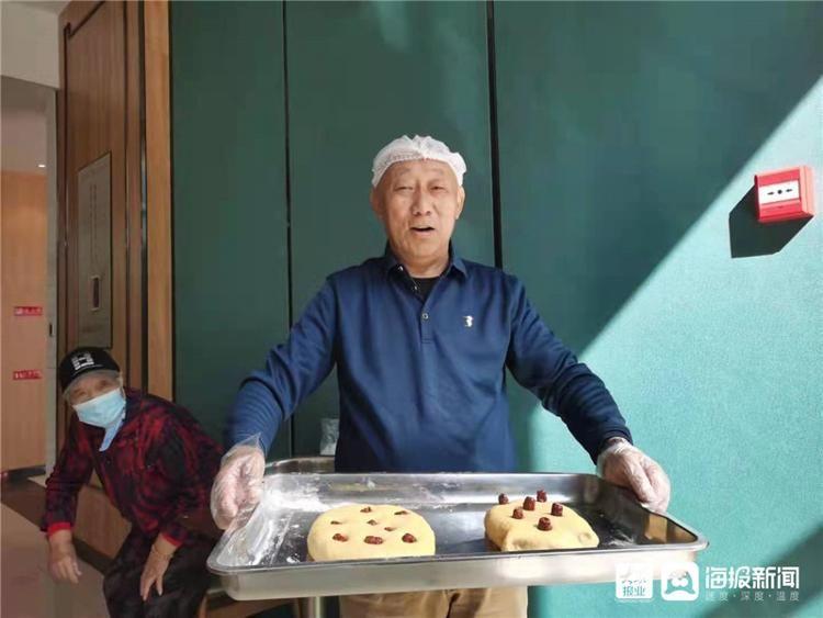 """敬老 蒸发糕、送""""福袋""""、免费理发……烟台市民社区食堂重阳节敬老活动太""""暖""""了!"""