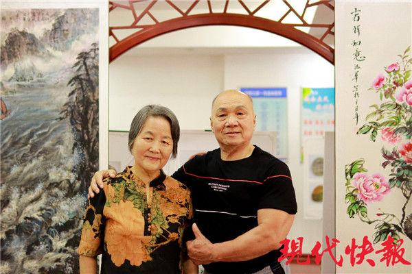 纪念照 南航学子为金婚老人拍纪念照,用镜头定格幸福