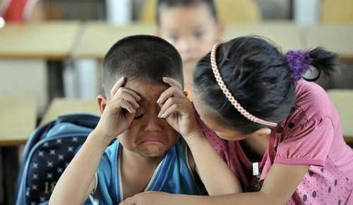 小学生因自己名字有103笔,在考场崩溃痛哭,监考老师看后也懵了