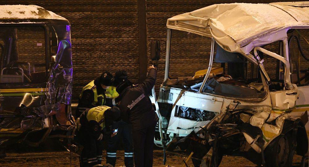 俄罗斯发生货车冲撞运兵车队重大交通事故,致俄军人4死42伤