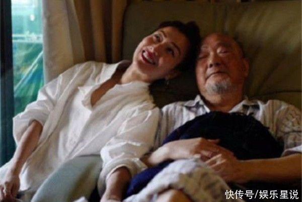 鄭秀文在父親去世后表示要重新出發,暗示與許志安也將重新開始?