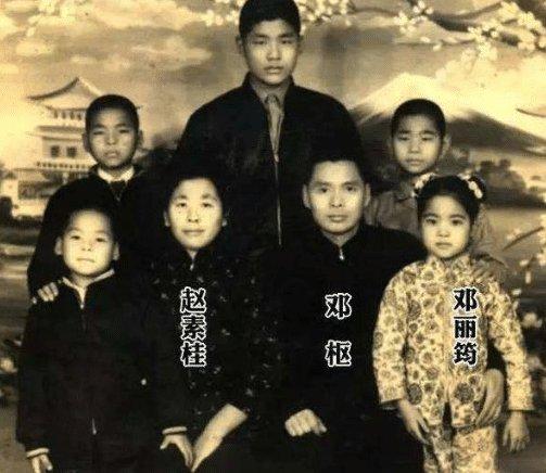 他毕业于黄埔军校,却一生碌碌无名,女儿成了家喻户晓的歌星
