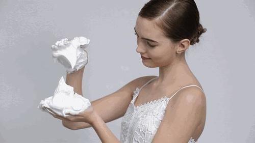 剛打濕臉就急著抹洗面奶?難怪皮膚差還長痘,80%的人都在犯!