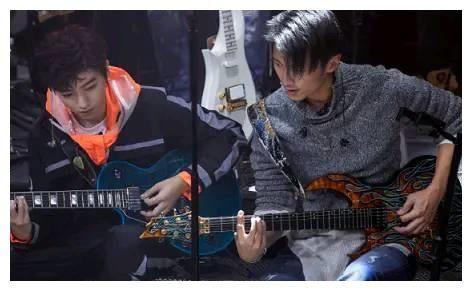 TFBOYS組合有3位成員,為何謝霆鋒只喜歡跟王俊凱玩?