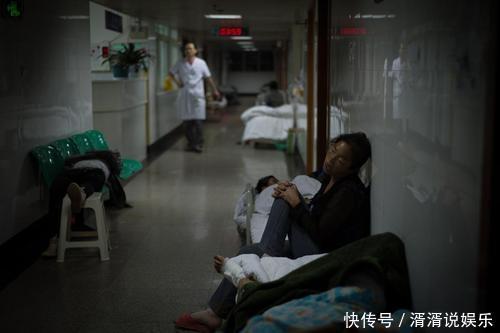 你見過凌晨兩點的兒童醫院嗎?摧毀一對父母,孩子生場病就夠了