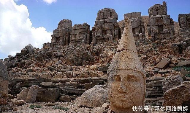 土耳其鲜为人知的世界遗产,众神跌落之地,遍地人头像