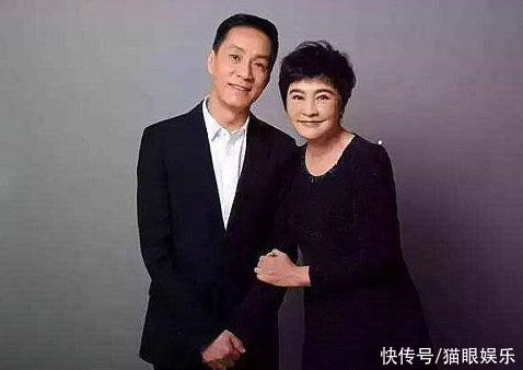58岁冯远征近照曝光,黑眼圈重引担忧,与梁丹妮相爱28年无子