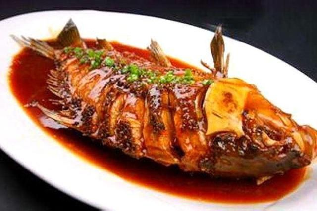不管做什麼魚,煎魚前先做這一步,魚皮不破不粘鍋,鮮嫩又入味
