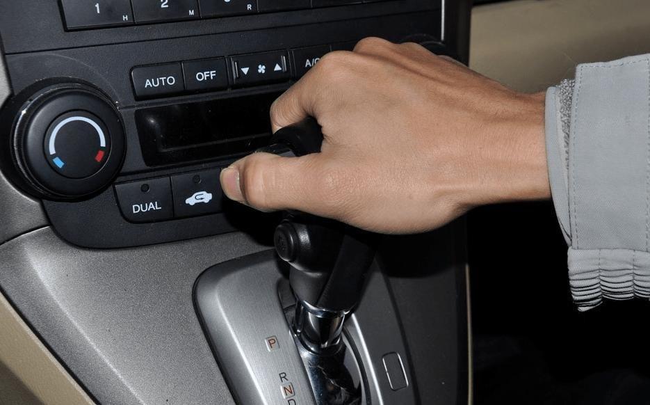 """自動擋踩油門就能走?老司機:你得記好這4個""""不準""""!"""