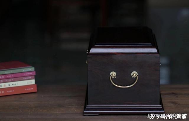 全黑|文房珍藏雅玩,全黑二膘老料,大红酸枝官皮箱