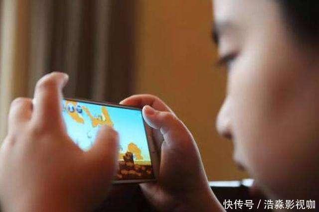 孩子再向你要手機玩時,你就這麼說,保准他不會再鬧了