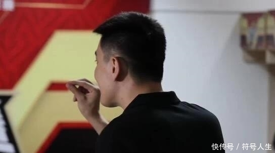 遼寧球迷接車喊話,楊鳴感動落淚!說實話,他不應該下課!