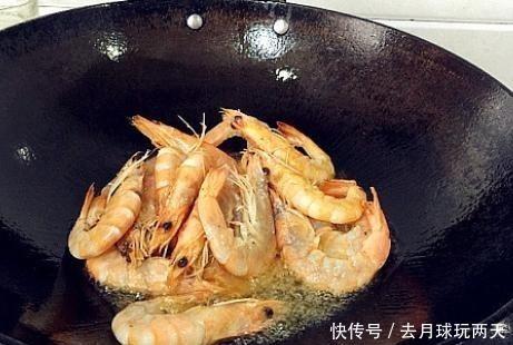 油燜大蝦,別直接就下鍋,多加1個步驟,蝦肉鮮嫩不腥,更紅亮
