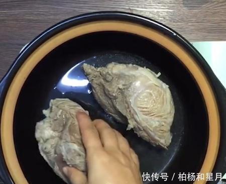 燉牛肉秘方腌制牛肉時,好的方法是焯水,否則牛肉不會腐爛